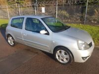 2002 Renault Clio - good condition, drives well. Slight damage.
