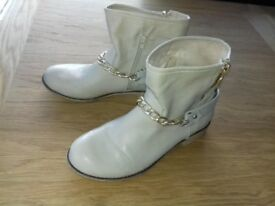 Size 7 / 41 Cream Vera Blink Ankle Boots