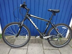 GIANT Boulder Mountain Bicycle (Almost New) £190