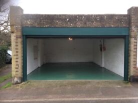 Large Double garage for rent has power and lighting in Tring (Langdon street)