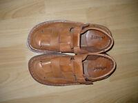 Soft leather men's sandals size 8.5-9 (EU 43), hardly worn.