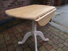 Solid Oak topped drop leaf dining table
