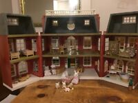 Sylvanian Hotel with accessories as shown in photographs