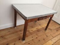 Vintage formica kitchen table (Extendable)