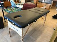 Massaging table