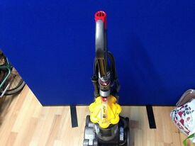 DYSON Dc33 BAGLESS UPRIGHT CYCLONIC VACUUM CLEANER