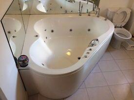 Large Vitaviva whirlpool / jacuzzi bath & fittings