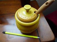 le creuset honey pot with dipper, dijon yellow colour