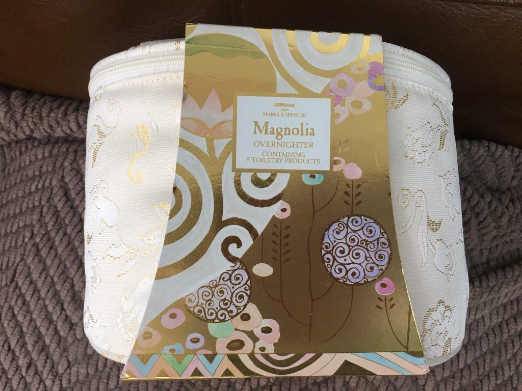 M&S magnolia gift set and toiletry bag | in Radcliffe ...