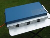 CAMPING GAZ PORTABLE COOKER IT HAS 2 BURNERS AND A GRILL,IT IS IN VERY GOOD CONDITION. Folds down fo