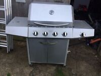 LARGE GAS BBBQ HARDLY USED