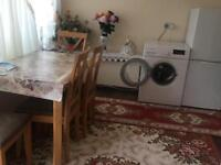 Double Room to let Barking ! Few bus stop to station!