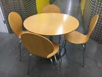 Wooden tables+4 chairs •free delivery