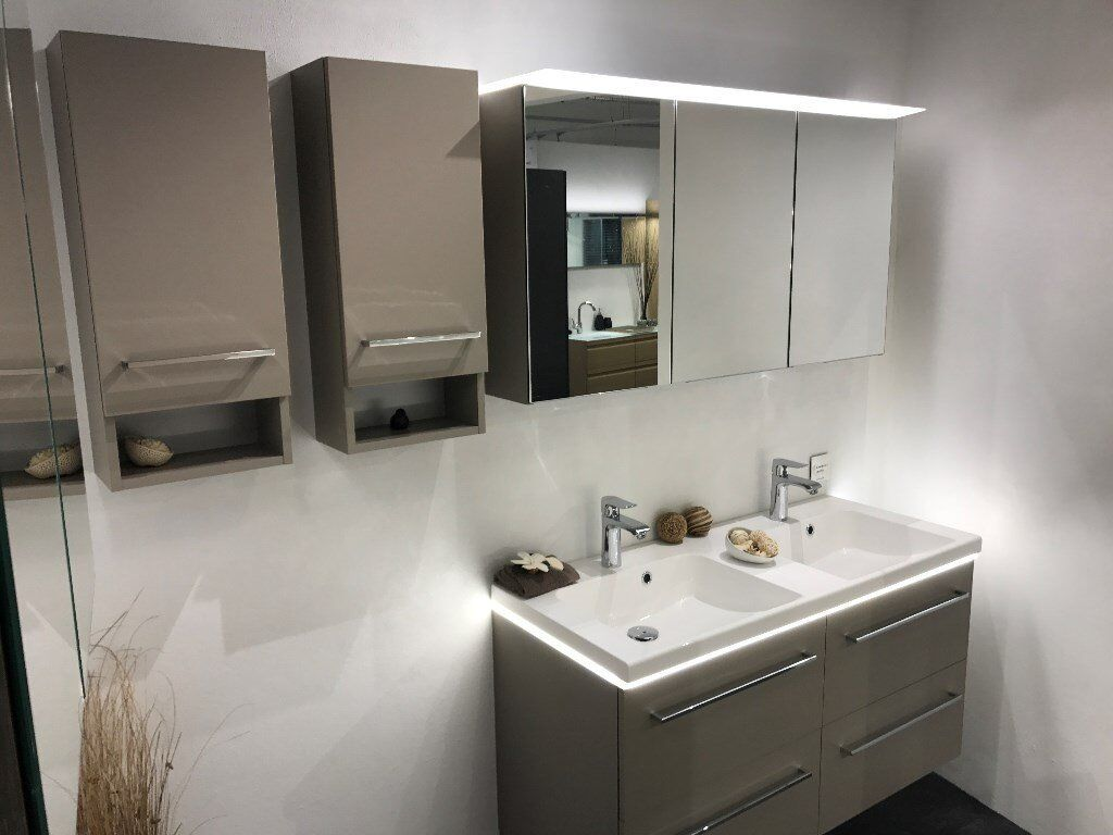 Dansani bathroom vanity units basins mirror cabinets for Bathroom cabinets gumtree