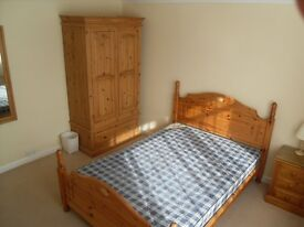 Double Room In family House Guildford