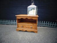 SOLID PINE FARMHOUSE TV CABINET VERY SOLID UNIT IN EXCELLENT CONDITION 66/43/50 cm £50