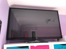 """LG 50PA650T 50"""" Full HD 1080P Plasma TV. TV in very good condition, stand un-used."""