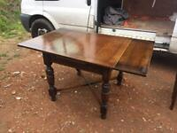 A VINTAGE/ANTIQUE SOLID OAK DRAW LEAF EXTENDING DINING TABLE ,NICE PRE-LOVED CONDITION ,DELIVERY