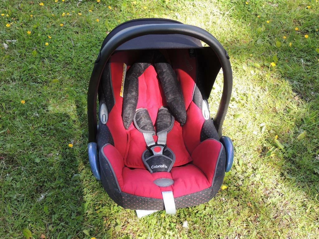 maxi cosi cabrio fix car seat red black in knutsford cheshire gumtree. Black Bedroom Furniture Sets. Home Design Ideas