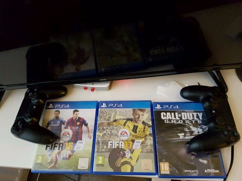 PS4 (2 controllers) with boxFIFA 17other gamesin Camden, LondonGumtree - Im selling my Playstation 4 as I want to buy a high spec desktop or a laptop. I have 2 original Sony Dual Shock controllers with it. Also comes with a few games FIFA 17 FIFA 15 COD Its in perfect condition, no issues with it at all. Barely use it...