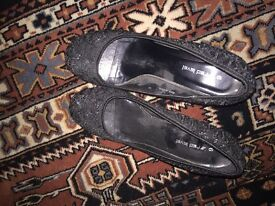 Woman's shoes size 6 red level