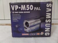 SAMSUNG VP-M50 8MM VIDEO CAMERA (BOXED) WITH ACCESSORIES AND TAPES