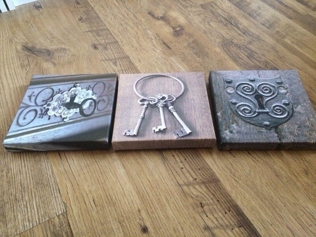 Vintage keys hanging canvas picture