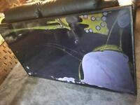 """Samsung tv 70""""inch lcd lighting but screen cracked Spares and repairs without remote £100"""