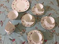 Pretty Vintage Tea Set for 4 People