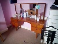 Large mirrow dressing table