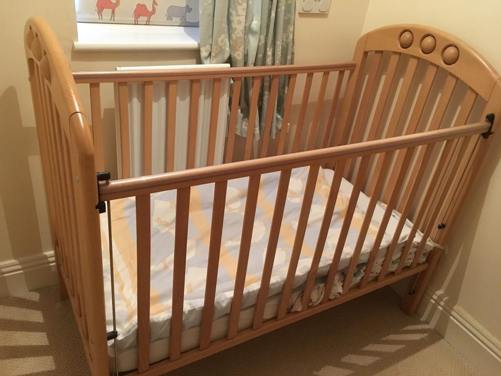 Mamas & Papas solid Beech Adjustable Cot and Changing Table with Free Bed Linen