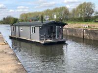 Amazing House Boat