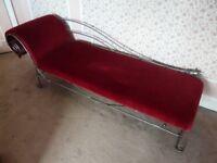 Chaise longue red velvet