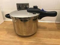 Morphy Richards 6 litre Pressure cooker