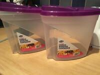 Two 4L pourable dry storage containers