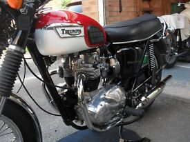 Triumph T100R Daytona Classic Motorcycle, Powder coated frame, new Carbs & Exhaust