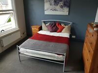 Large, sunny Double Room in fab Househare close to Transport