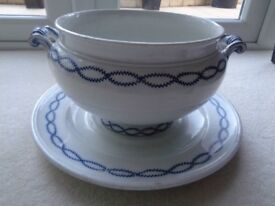 Minton BB Vegetable tureen / Planter and plate