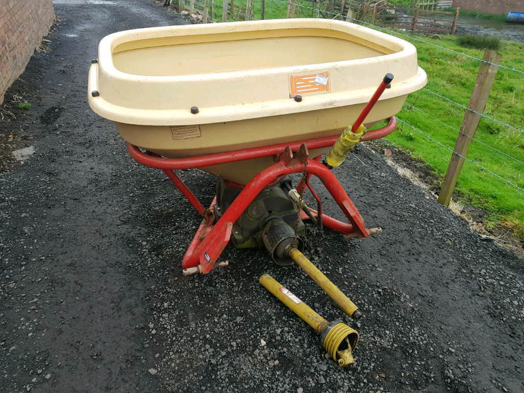 Tractor three point linkage vicon wagtail fertiliser spreader in very good condition