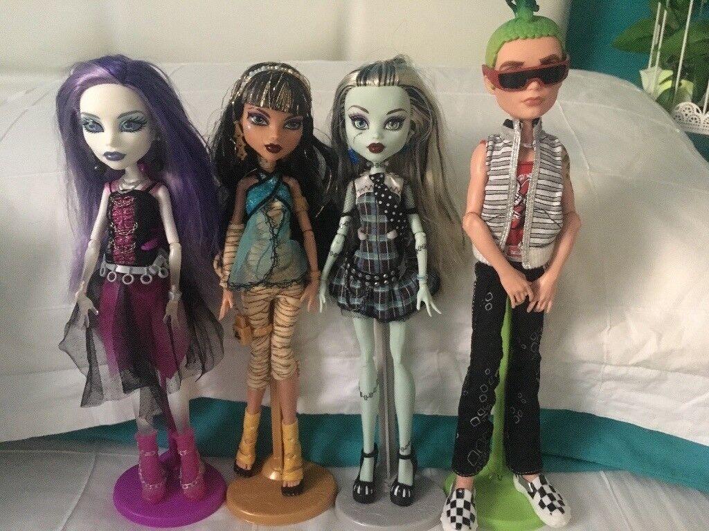 Monster High / Disney Dolls
