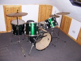 PEAVEY 5 PIECE DRUM KIT - GOOD CONDITION
