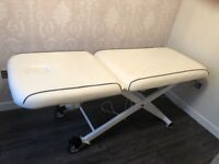 REM Electric beauty couch
