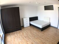 Spacious and Modern Double Room in E1