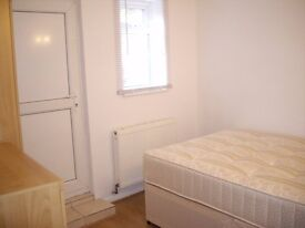 Great Basement One Bedroom flat with Garden close to Central Reading