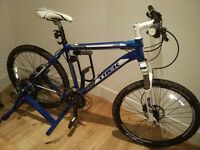 "Trek 4300 MTB 19.5"" + Turbo trainer + Helmet + Lock"