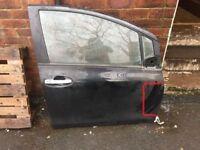 2010 toyota yaris drivers door in black