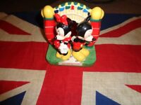 Walt Disney World Ceramic Mickey Minnie Salt & Pepper Shakers with Stand