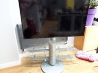 Very sturdy swivel TV stand