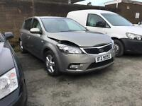 Damaged repairable 2011 Kia cee'd