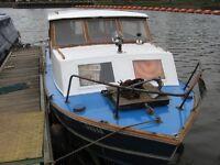 River cruiser boat